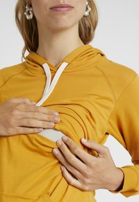 Boob - WARMER HOODIE - Jersey con capucha - amber - 5