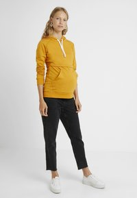 Boob - WARMER HOODIE - Jersey con capucha - amber - 1