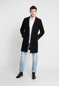 Brixtol Textiles - IAN - Mantel - black melange - 1