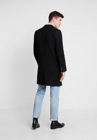 Brixtol Textiles - IAN - Mantel - black melange - 2