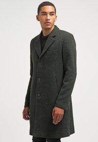Brixtol Textiles - IAN - Classic coat - olive - 0