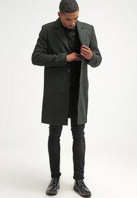 Brixtol Textiles - IAN - Classic coat - olive - 1