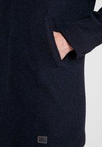 Brixtol Textiles - T-COAT - Kappa / rock - navy - 4