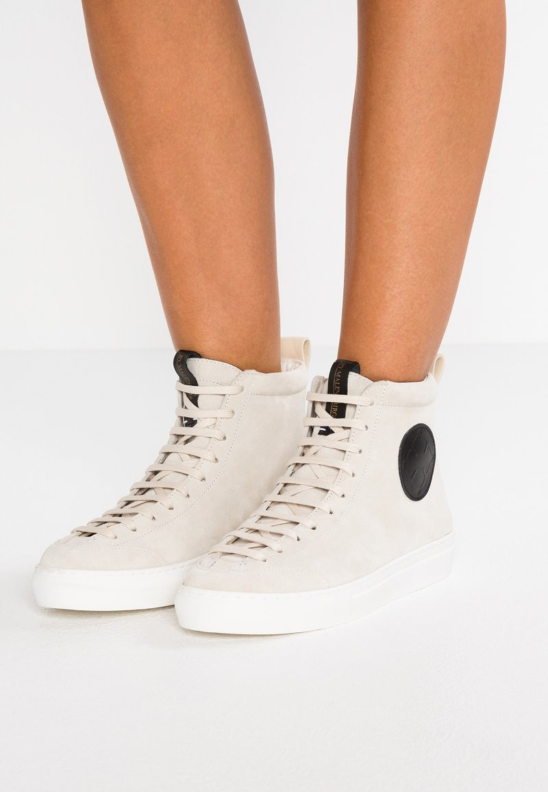 By Malene Birger - Zapatillas altas - soft white