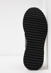 By Malene Birger - LOU LOU - Sneakersy niskie - black - 6