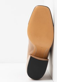 By Malene Birger - AUDREY - Stiefelette - wood - 6