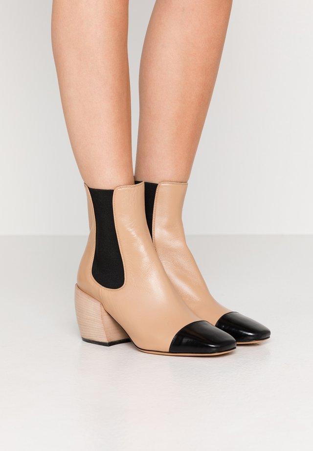 AUDREY - Kotníkové boty - wood
