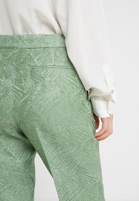 By Malene Birger - SANTSI - Pantaloni - turf green - 4