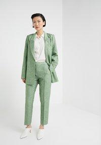 By Malene Birger - SANTSI - Pantaloni - turf green - 1