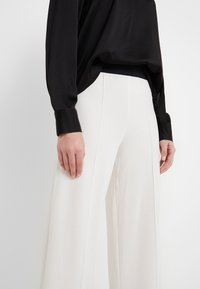 By Malene Birger - MIELA - Verryttelyhousut - soft white - 3