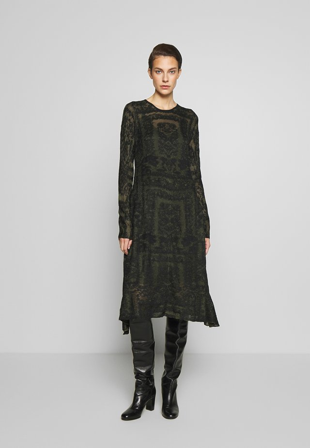 ONIX - Pletené šaty - winter moss
