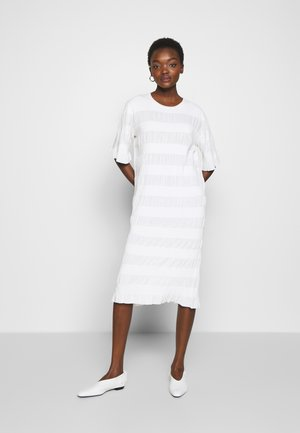 HELOSIS - Robe pull - soft white