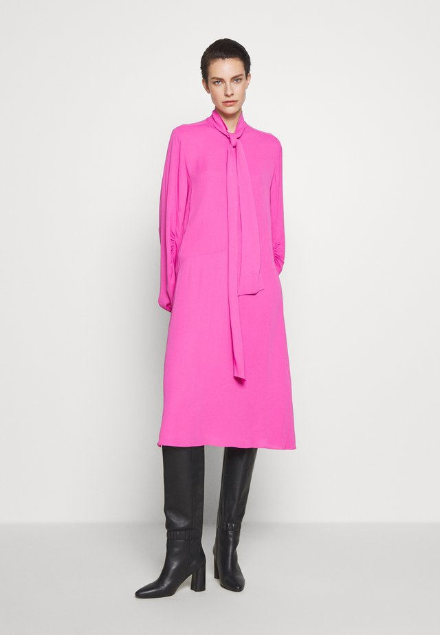 NICCOLOS - Day dress - vibrant pink