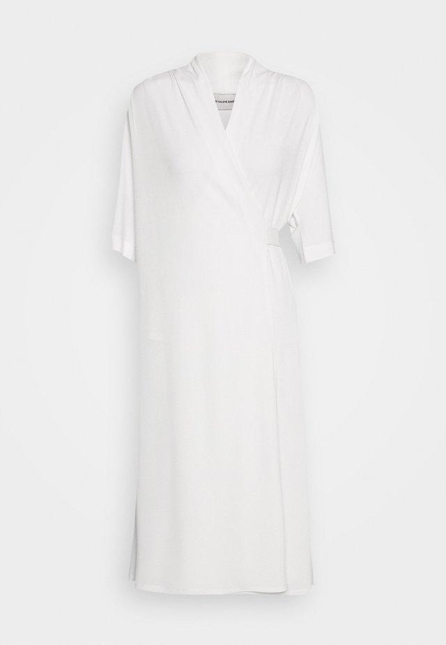 IVESIA - Žerzejové šaty - soft white