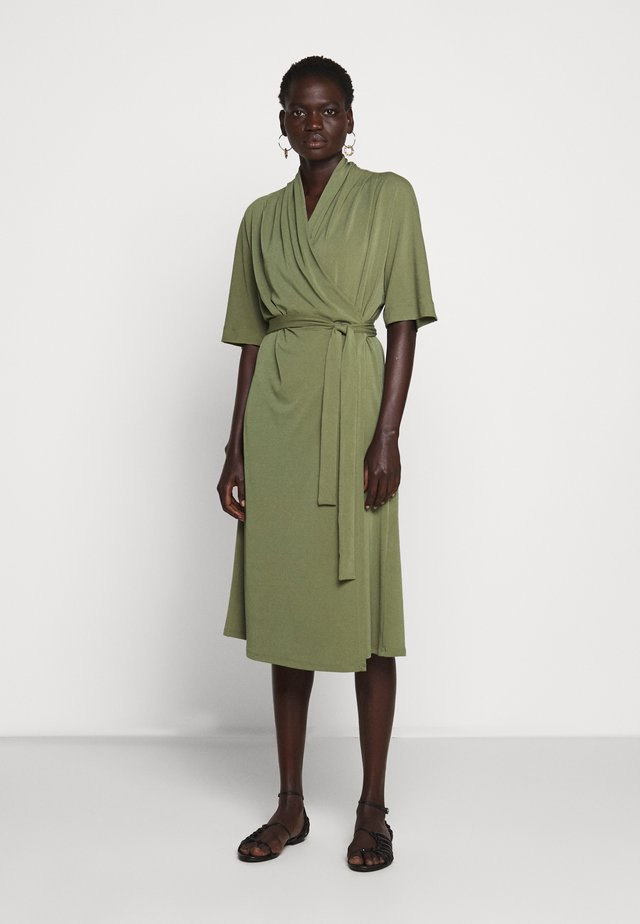 IVESIA - Vestito di maglina - olivine