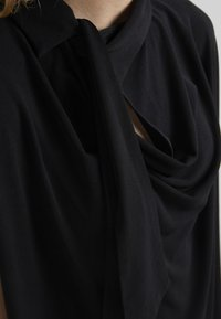 By Malene Birger - KATIE - T-shirt z nadrukiem - black - 5