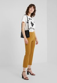 By Malene Birger - MARIANNE - T-Shirt print - soft white - 1