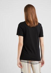 By Malene Birger - NAYAH - Print T-shirt - black / silver - 2