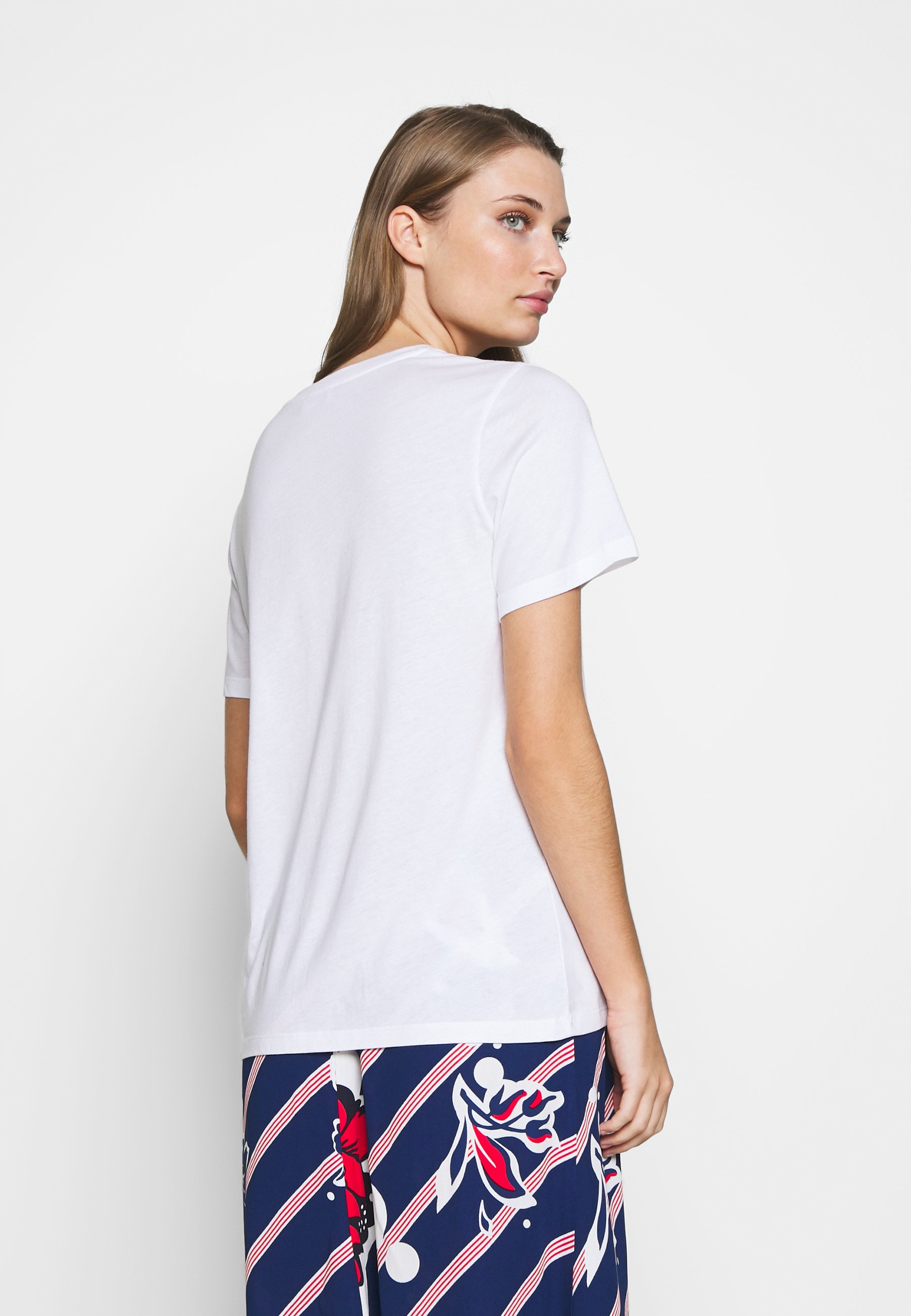 By Malene Birger T-shirts med print - pure white