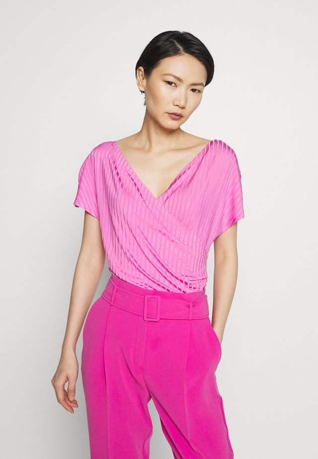 NIMES - T-shirt con stampa - vibrant pink