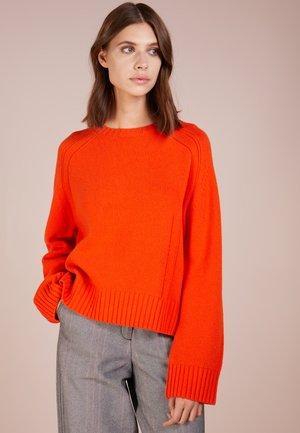 SULLIE - Neule - orange