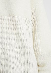 By Malene Birger - JOANNAS - Strikkegenser - soft white - 5