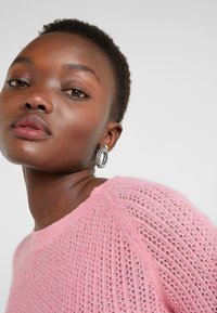 By Malene Birger - NASA - Strikkegenser - bubblegum - 4