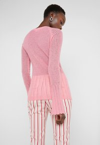 By Malene Birger - NASA - Strikkegenser - bubblegum - 2