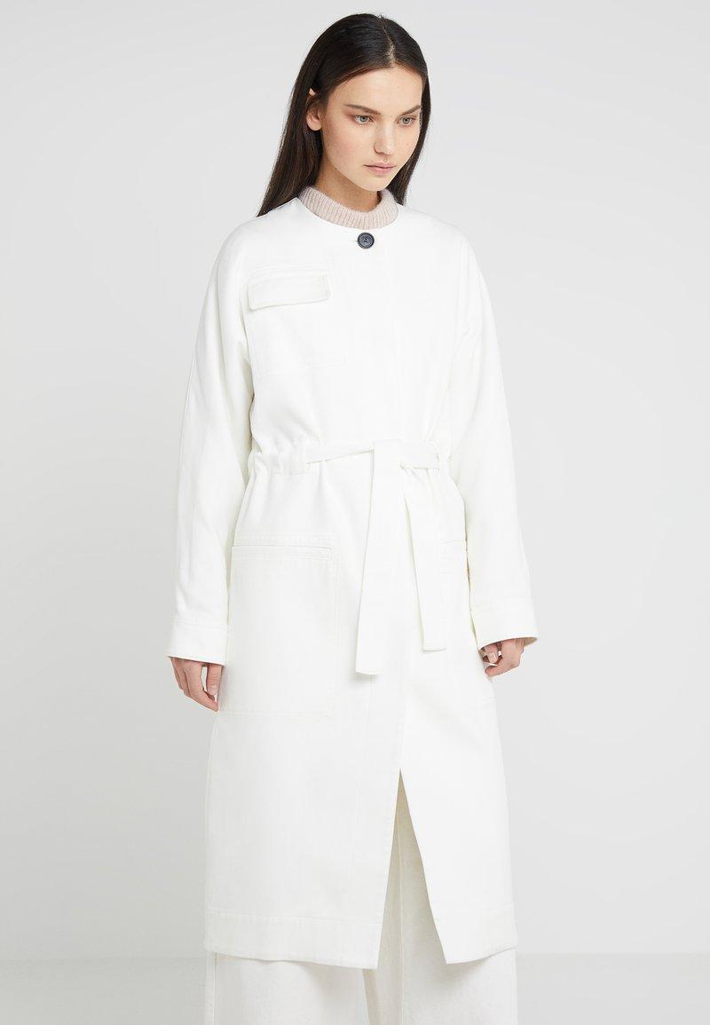 By Malene Birger - OUT - Abrigo - soft white