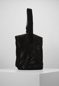 By Malene Birger - LIV BUCKET - Kabelka - black solid - 2