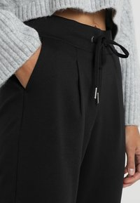 b.young - RIZETTA CROP PANTS - Tracksuit bottoms - black - 3
