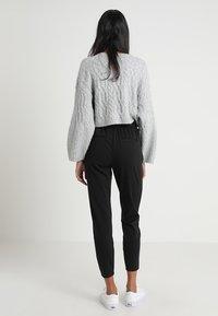 b.young - RIZETTA CROP PANTS - Pantalones deportivos - black - 2