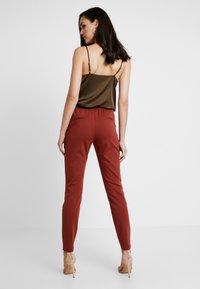 b.young - RIZETTA PANTS - Pantaloni sportivi - dark copper - 3