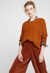 b.young - PILINE PANTS - Kalhoty - dark copper - 3