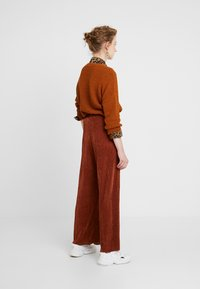 b.young - PILINE PANTS - Tygbyxor - dark copper - 2