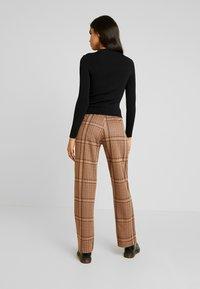 b.young - BXSTILLA WIDE PANTS - Pantalon classique - combi golden toffee - 3