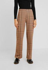 b.young - BXSTILLA WIDE PANTS - Pantalon classique - combi golden toffee - 0