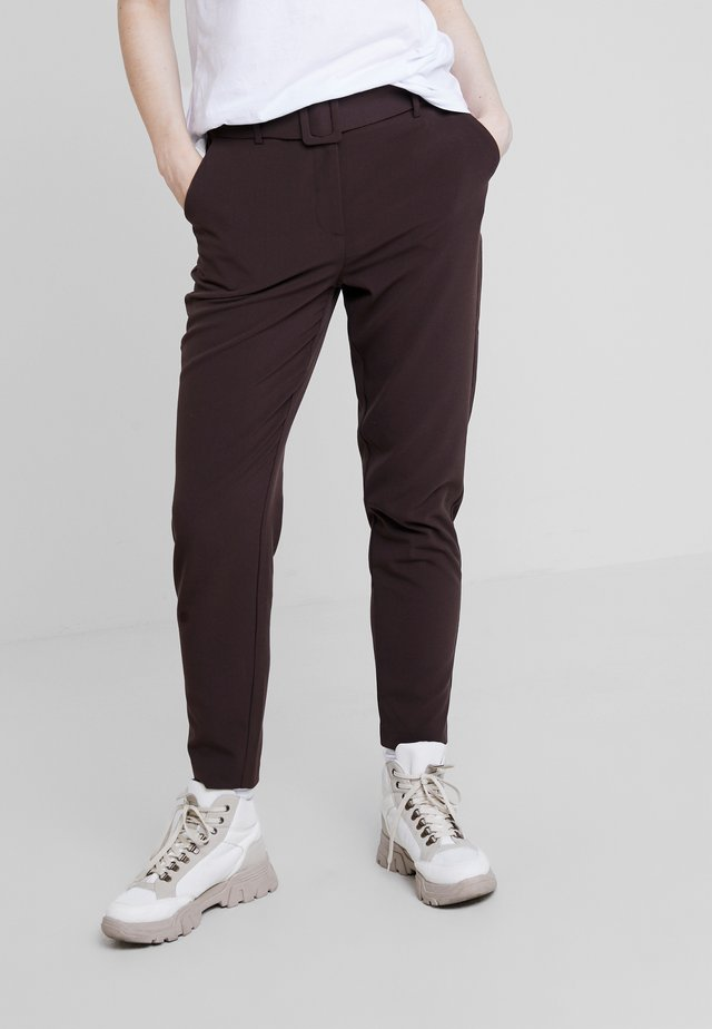 BYDANTA BELT PANTS - Stoffhose - chocolate brown