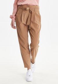 b.young - BYDANTA - Spodnie materiałowe - camel - 0