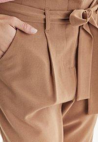 b.young - BYDANTA - Spodnie materiałowe - camel - 4