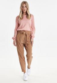 b.young - BYDANTA - Spodnie materiałowe - camel - 1