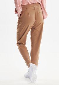 b.young - BYDANTA - Spodnie materiałowe - camel - 2