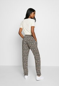 b.young - BYISOLE PANTS - Bukse - black combi - 2