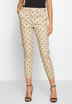 BYDAYS DOT PANTS - Pantaloni - cement