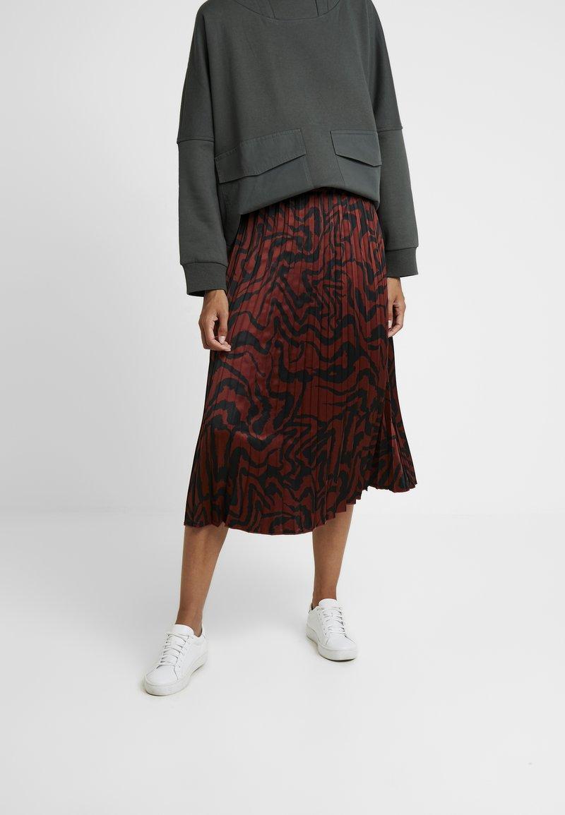 b.young - GELIMO PLISSE SKIRT - Áčková sukně - dark copper