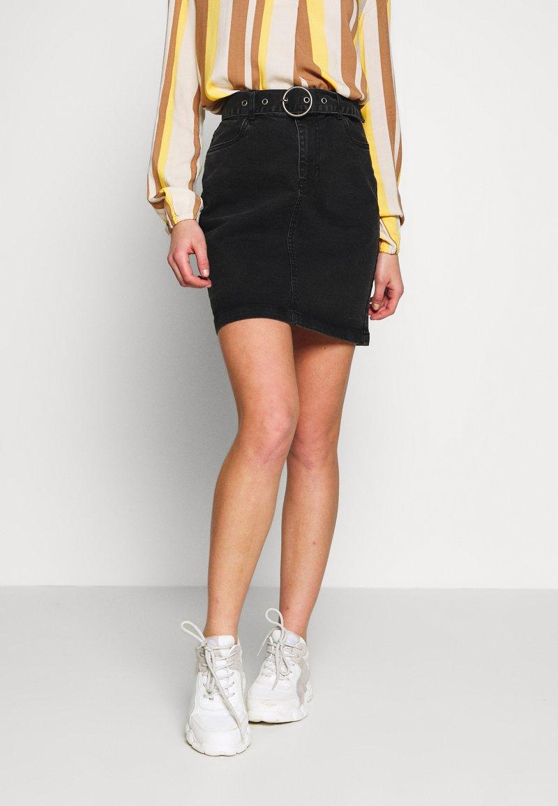 b.young - BYKIRI SKIRT - Denim skirt - faded black denim