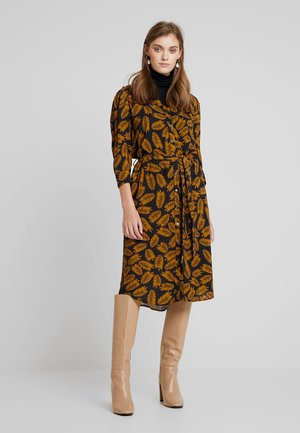 BYGINA SHIRT DRESS - Košilové šaty - golden oak combi