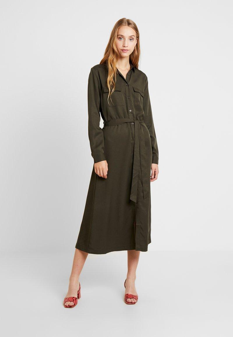 b.young - BYINGA DRESS - Blusenkleid - peat green