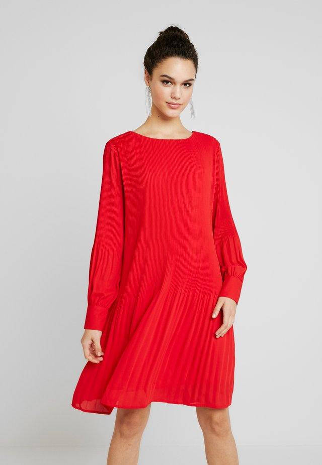BYIDAROSE DRESS - Freizeitkleid - chinese red