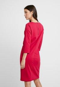b.young - RIZETTA O NECK DRESS - Vestido de tubo - cerise - 3